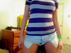 Hot Chick Gives Webcam Show